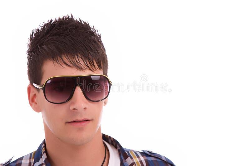 Junger Junge mit Sonnenbrilleportrait stockfotografie