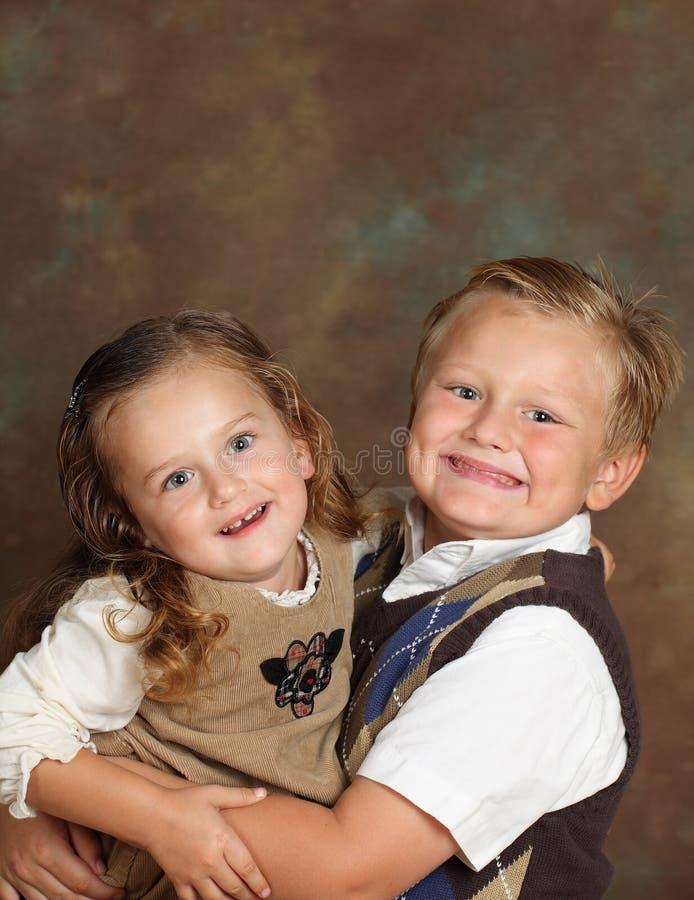 Junger Junge und Mädchen stockbild