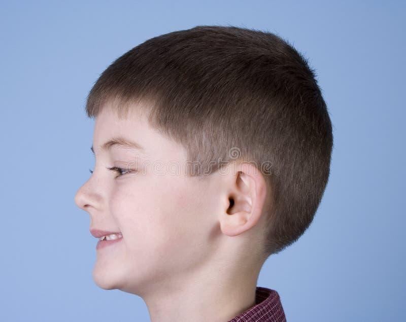 Junger Jungen-lächelndes seitliches Profil stockbilder