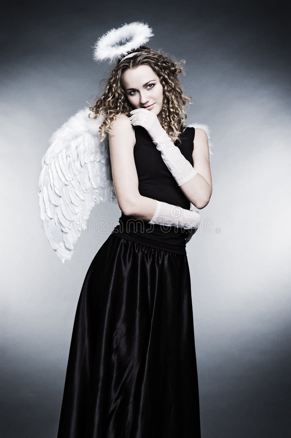 Junger lockiger Engel lizenzfreies stockfoto