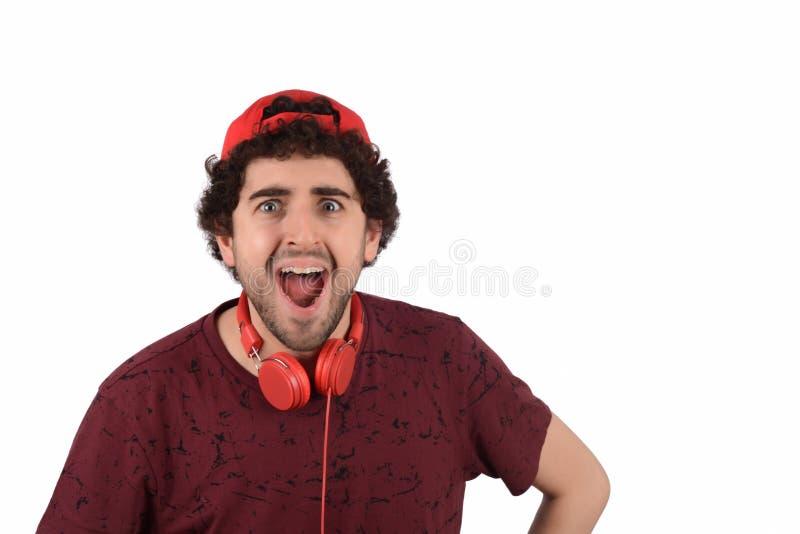 Junger lustiger Mann mit Kopfh?rern lizenzfreies stockfoto