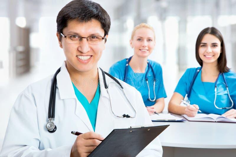Junger männlicher Doktor lizenzfreie stockbilder