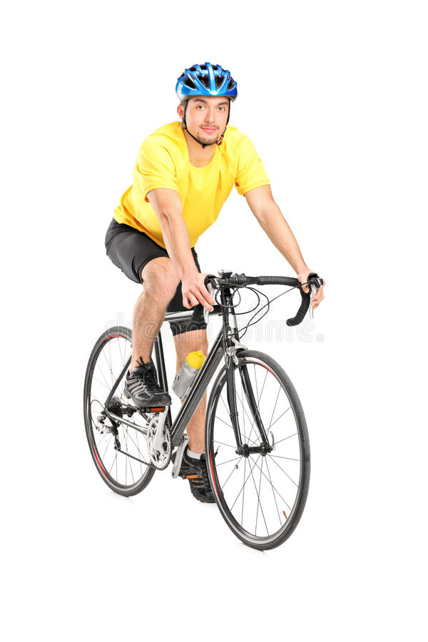 Junger männlicher Radfahrer, der Kamera betrachtet lizenzfreie stockfotos