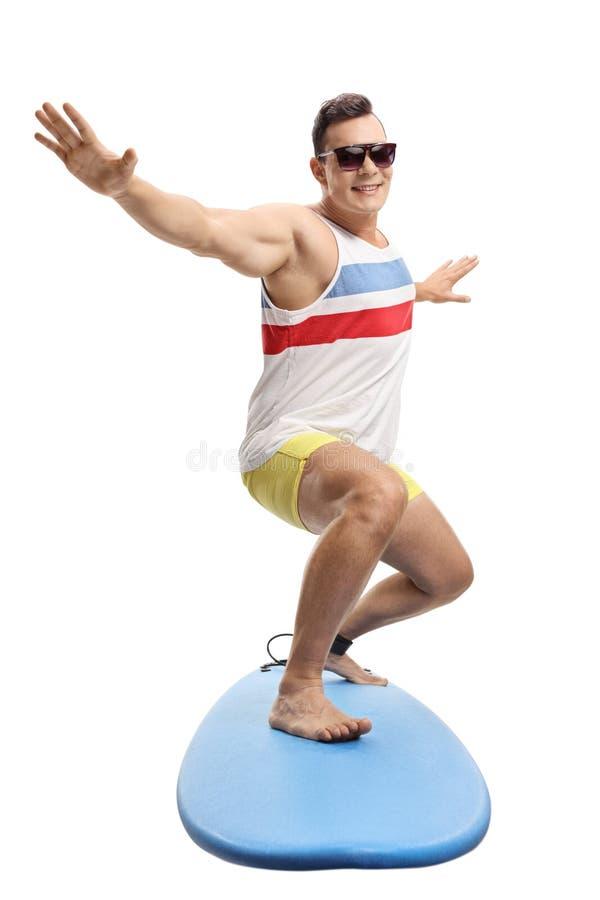 Junger m?nnlicher Surfer stockfotografie