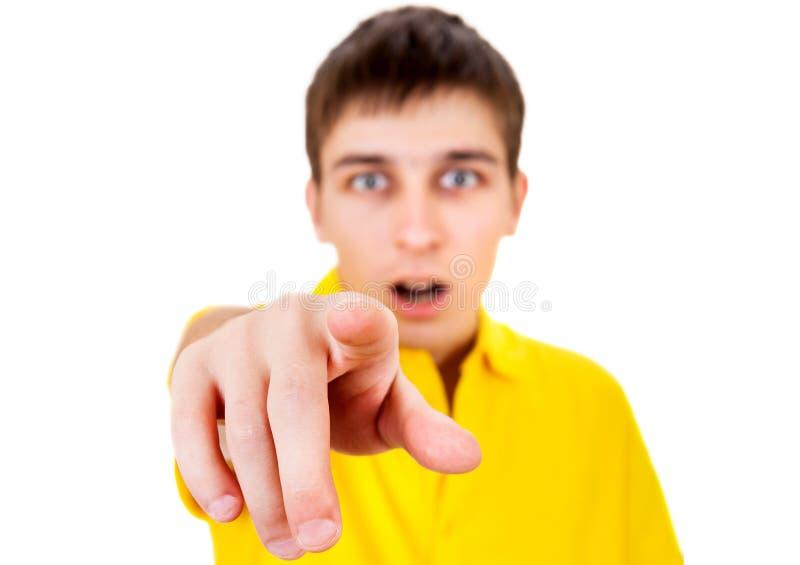 Junger Mann, der auf Sie zeigt lizenzfreie stockfotos