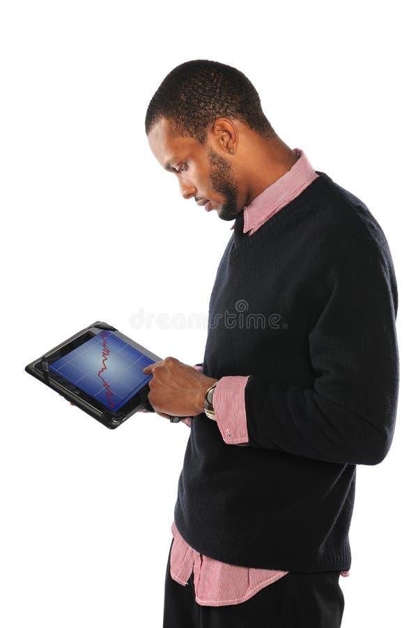 Junger Mann, der Auflage verwendet stockfotografie