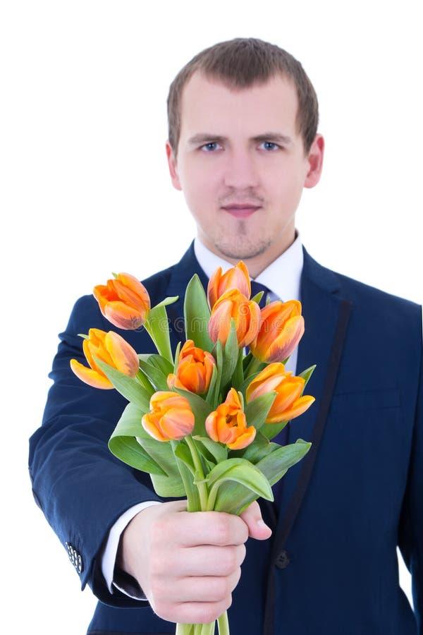 Junger Mann, der Bündel Tulpen gibt lizenzfreie stockfotografie
