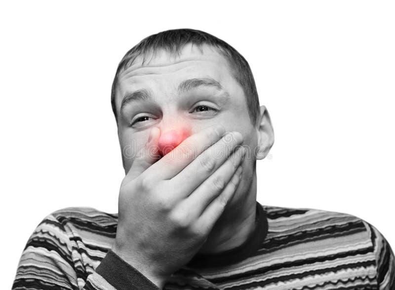 Junger Mann, der eine Kälte oder eine Allergie hat stockbilder