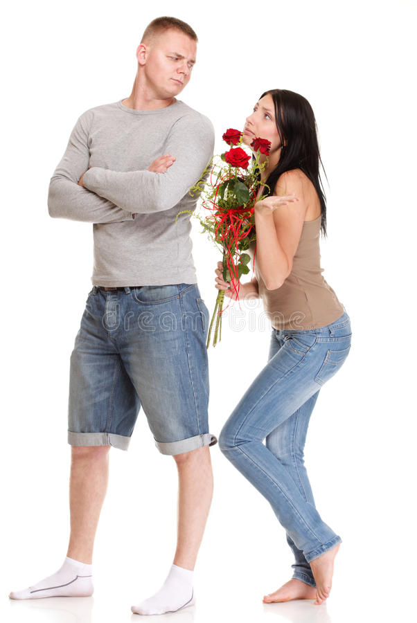 Junger Mann, der Entschuldigungen von ihrer Frau ablehnt lizenzfreies stockbild