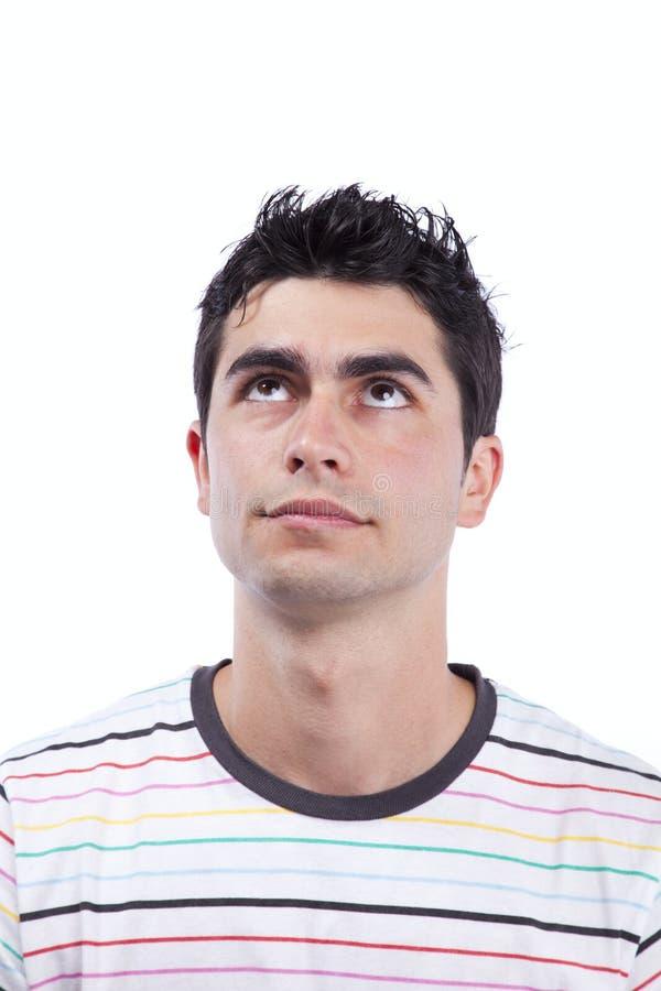 Junger Mann, der oben schaut stockbild