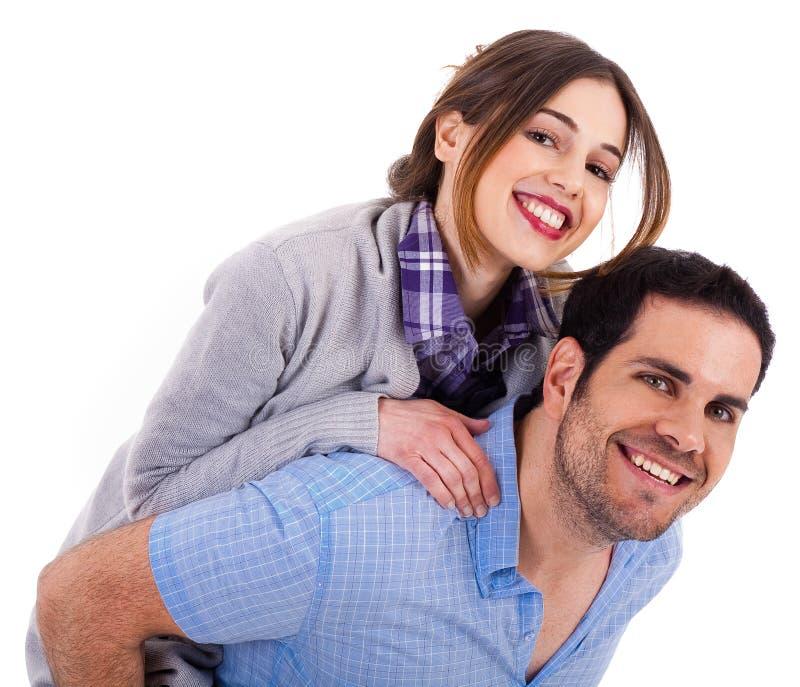 Junger Mann, der seine Freundin an der Rückseite trägt lizenzfreie stockfotos