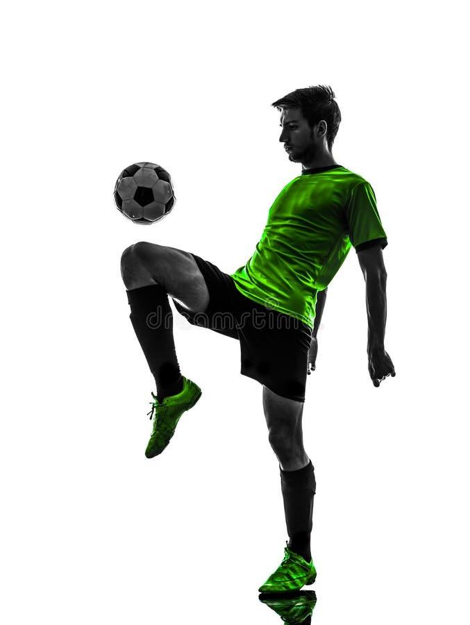 Junger Mann des Fußballfußballspielers jonglierendes silhouet stockbilder