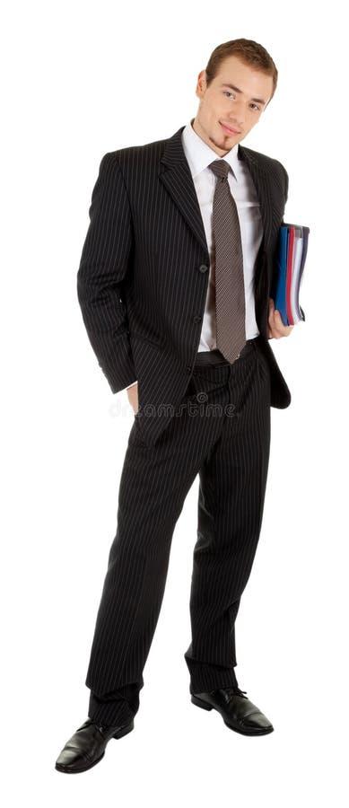 Junger Mann in einem schwarzen Anzug mit einem Faltblatt I lizenzfreies stockbild