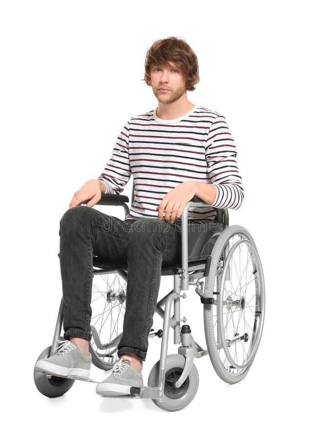 Junger Mann im Rollstuhl lizenzfreies stockbild