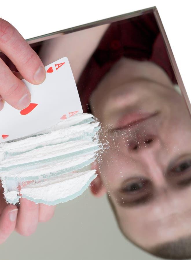 Junger Mann mischen oben Droge stockbild