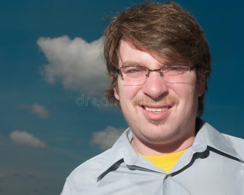 Junger Mann mit dem Schnurrbart lizenzfreie stockfotos