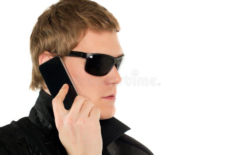 Junger Mann mit einem Telefon stockbilder