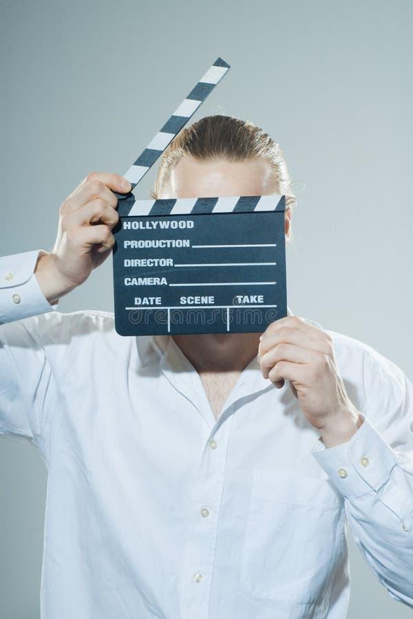Junger Mann mit Filmscharnierventil lizenzfreies stockbild