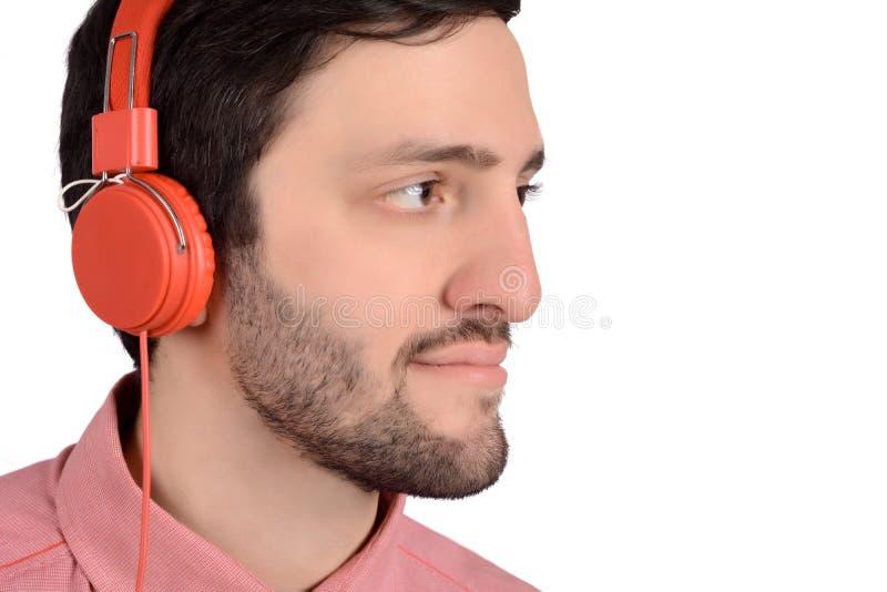 Junger Mann mit Kopfh?rern lizenzfreies stockfoto