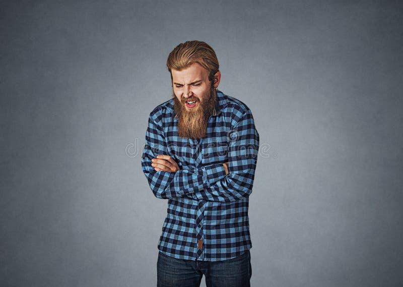 Junger Mann mit Magenschmerzenverdauungsstörung lizenzfreies stockfoto