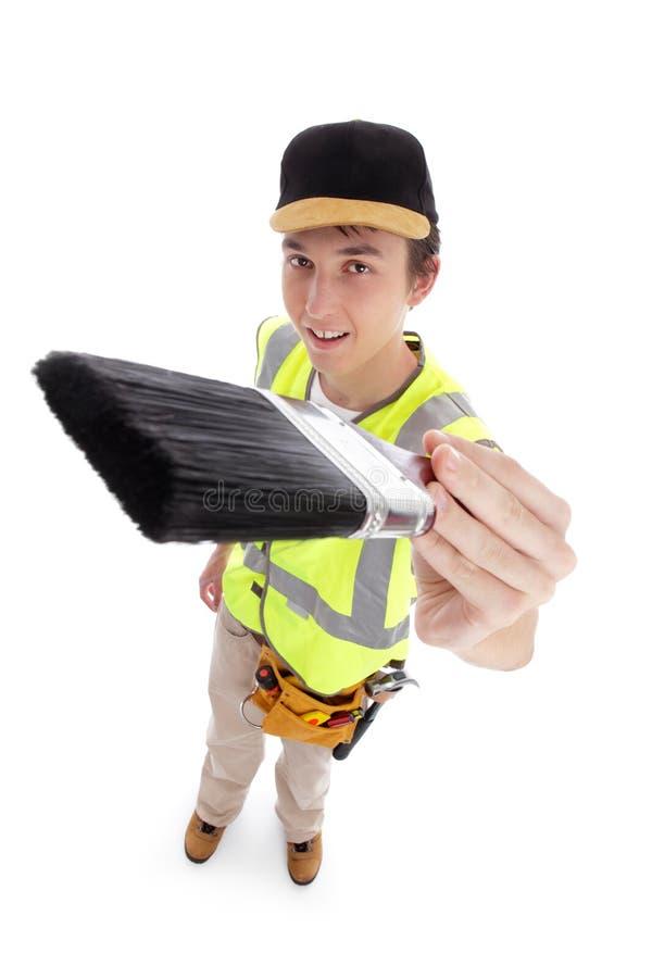 Junger Mann mit Malerpinsel stockfoto