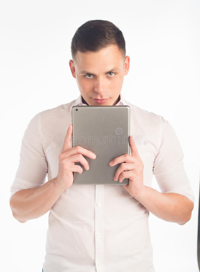Junger Mann mit Tablette lizenzfreie stockfotografie
