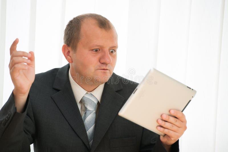 Download Junger Mann Mit Tablette-PC Stockbild - Bild von arbeit, beweglich: 26369869