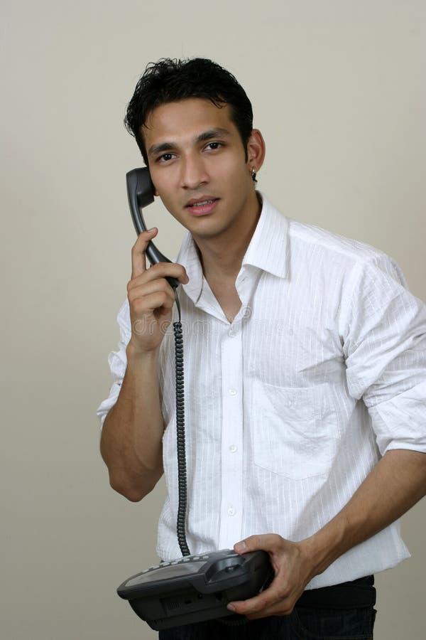 Junger Frustrierter Mann Mit Telefon Stockbild - Bild von