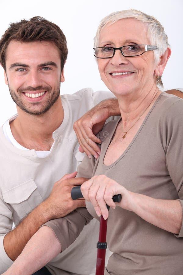 Junger Mann Und ältere Frau Stockfoto - Bild von