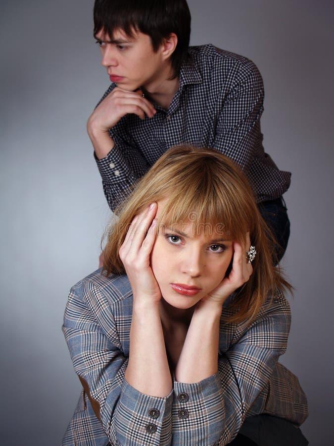 Junger Mann und Frau in der $überschneidung. lizenzfreie stockfotos