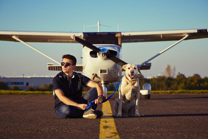 Junger Pilot lizenzfreie stockfotografie