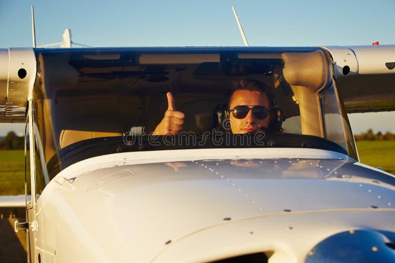 Junger Pilot stockfotos