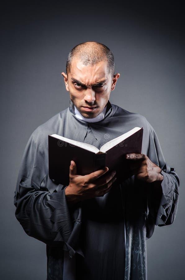 Junger Priester lizenzfreies stockfoto