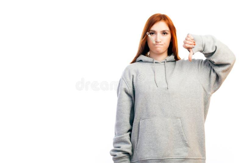 Junger rothaariger Frauenkranker stockfotografie