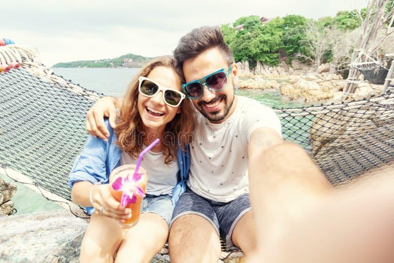 Junger schöner glücklicher lächelnder lustiger Paarmann und Frau bester Franc stockbild