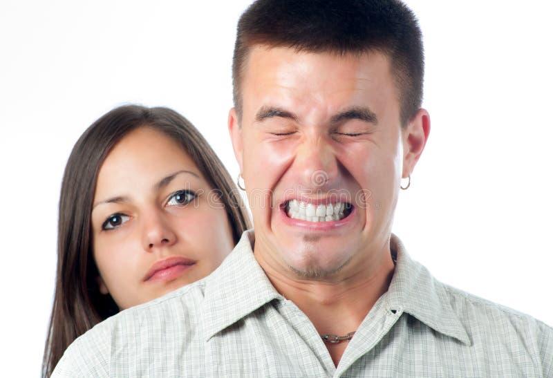 Junger stattlicher Mann störte Tschüss seine Freundin stockbilder
