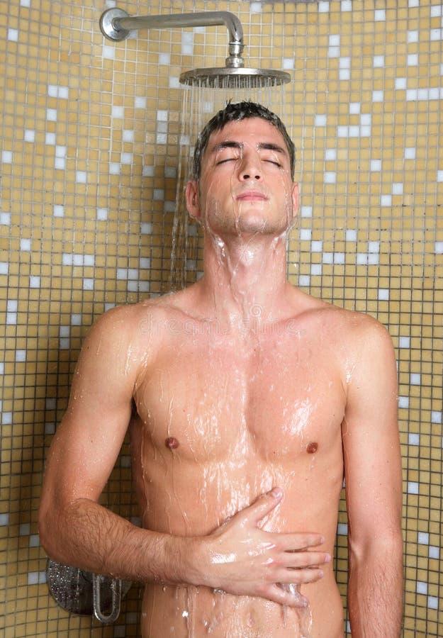Junger Stattlicher Reizvoller Nackter Mann In Der Dusche
