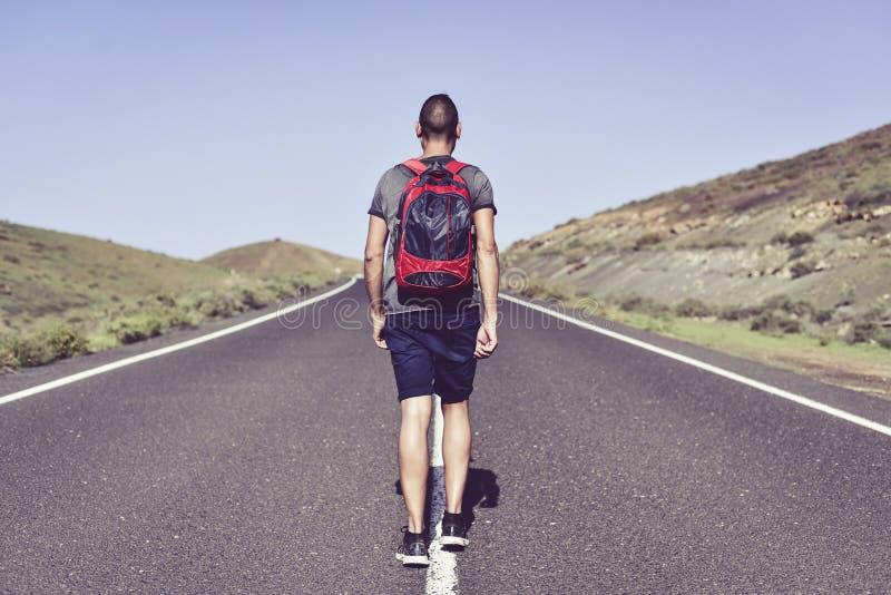 Junger Wanderermann lizenzfreie stockfotografie
