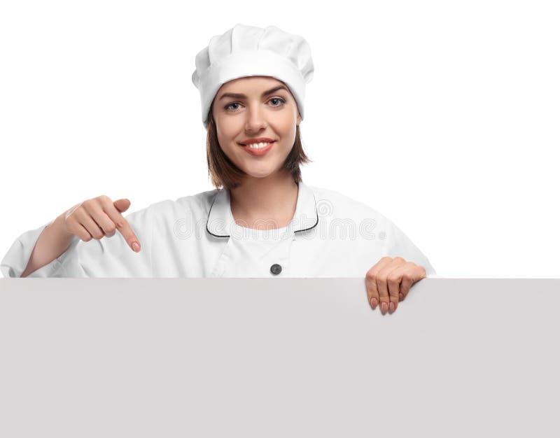Junger weiblicher Chef mit leerem Plakat auf weißem Hintergrund stockbilder