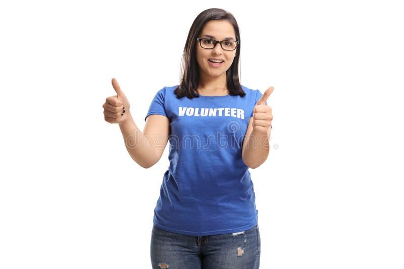 Junger weiblicher Freiwilliger, der sich Daumen zeigt lizenzfreies stockbild