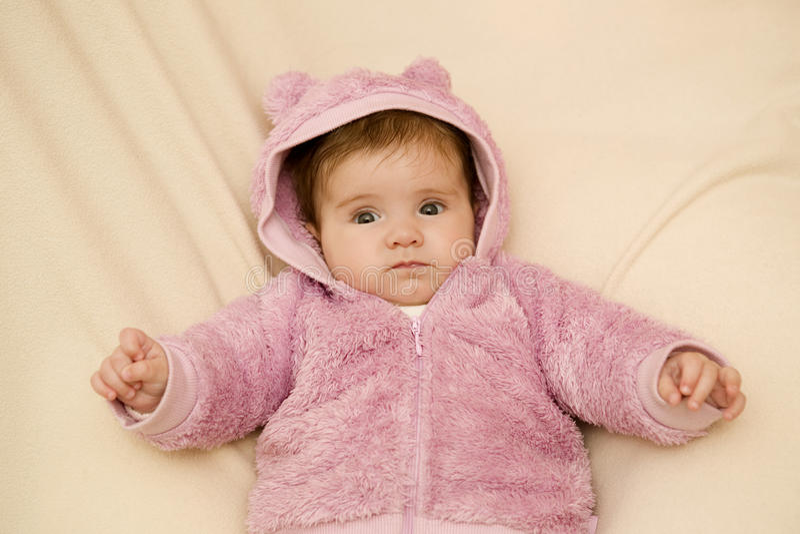 Junges Babyporträt stockbild