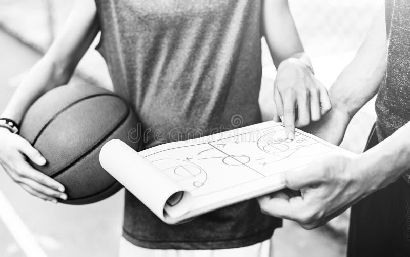 Junges Basketball-Spieler-Trieb stockbild