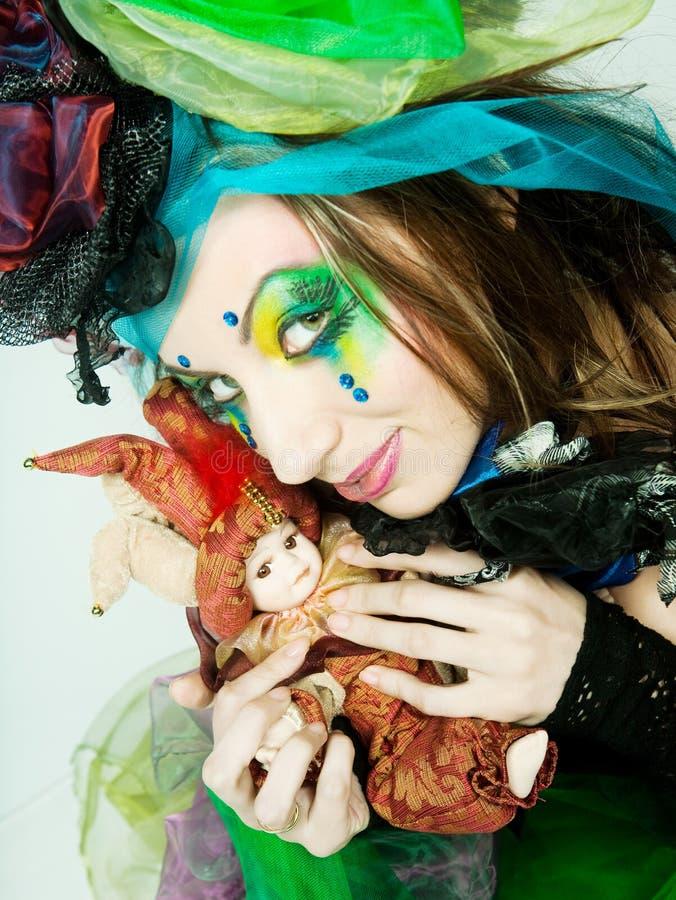Junges Baumuster im carnaval Kleid mit kreativer Verfassung lizenzfreies stockfoto
