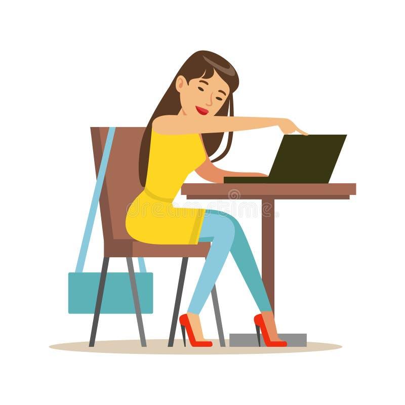 Junges beatuful Mädchen, das am kleinen Rundtisch sitzt und Laptop, bunte Charaktervektor Illustration verwendet stock abbildung