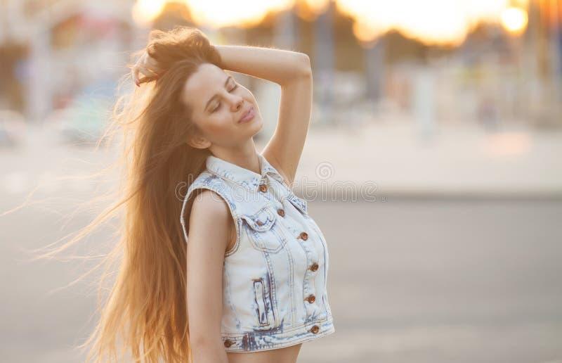 Junges europäisches attraktives sexy Mode-Modell stockfotos