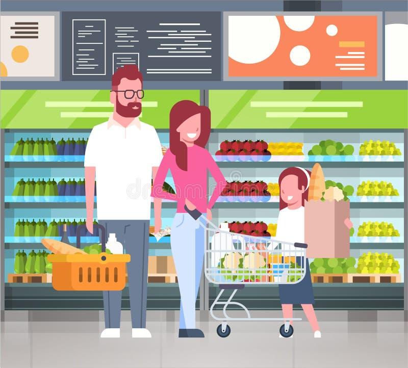 Junges Familien-Einkaufen an den Supermarkt-und Kaufen-Produkten über Regalen am Lebensmittelgeschäft-Verbraucherschutzbewegungs- lizenzfreie abbildung