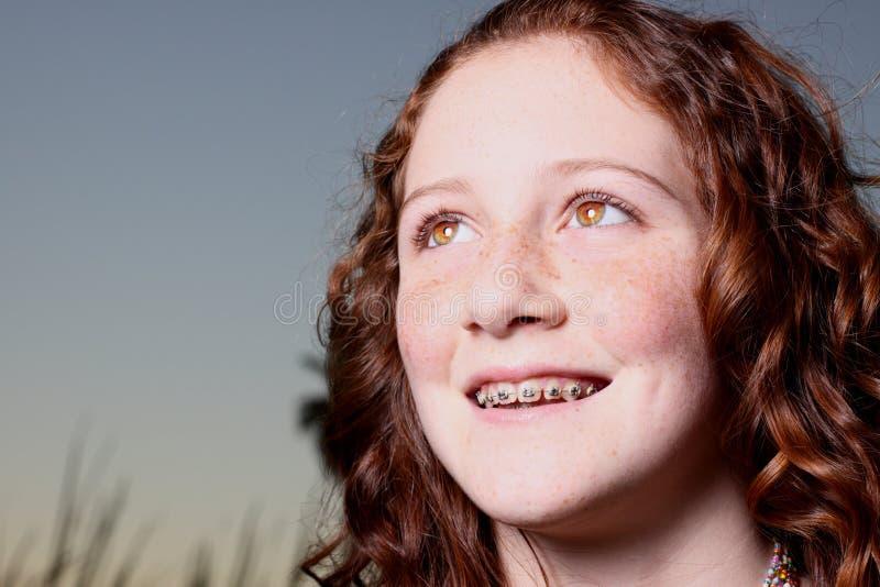 Junges Fraulächeln stockbilder