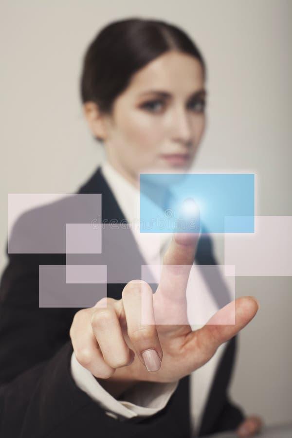 Junges Geschäftsfrau-Druckknopfgeschäfts-Konzeptfoto lizenzfreies stockfoto