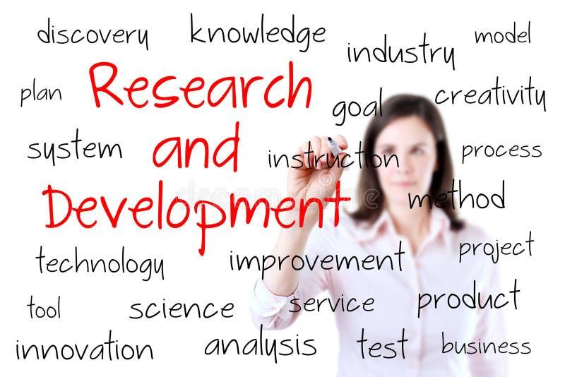 Junges Geschäftsfrau-Schreibensforschung und entwicklung Konzept. Lokalisiert auf Weiß. stockfoto