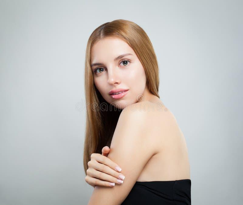 Junges gesundes Frauen-Porträt Natürliche Schönheit stockfotos